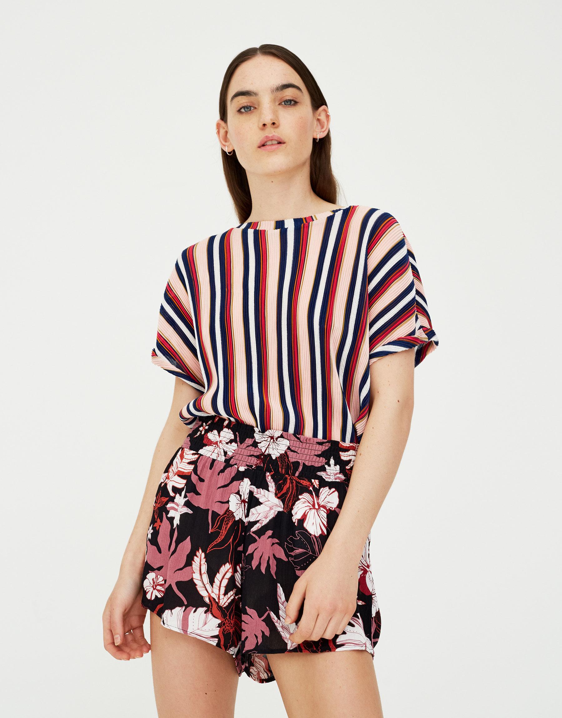 Imagen principal de producto de Shorts con print de flores - Pull & Bear