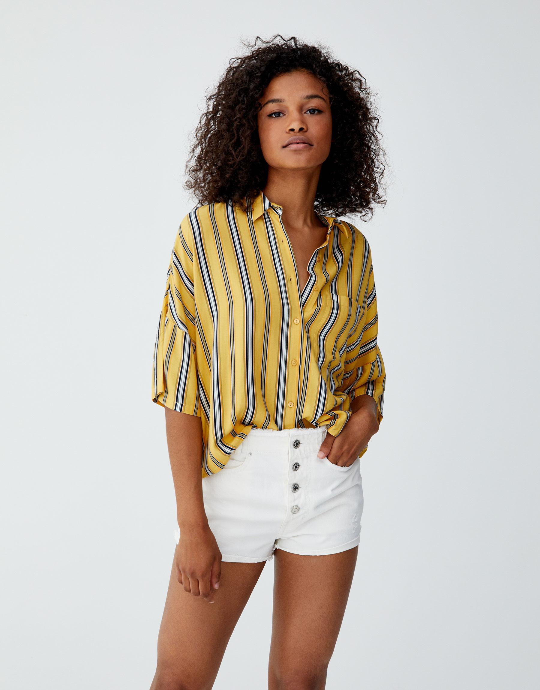 Imagen principal de producto de Camisa básica oversize estampada - Pull & Bear