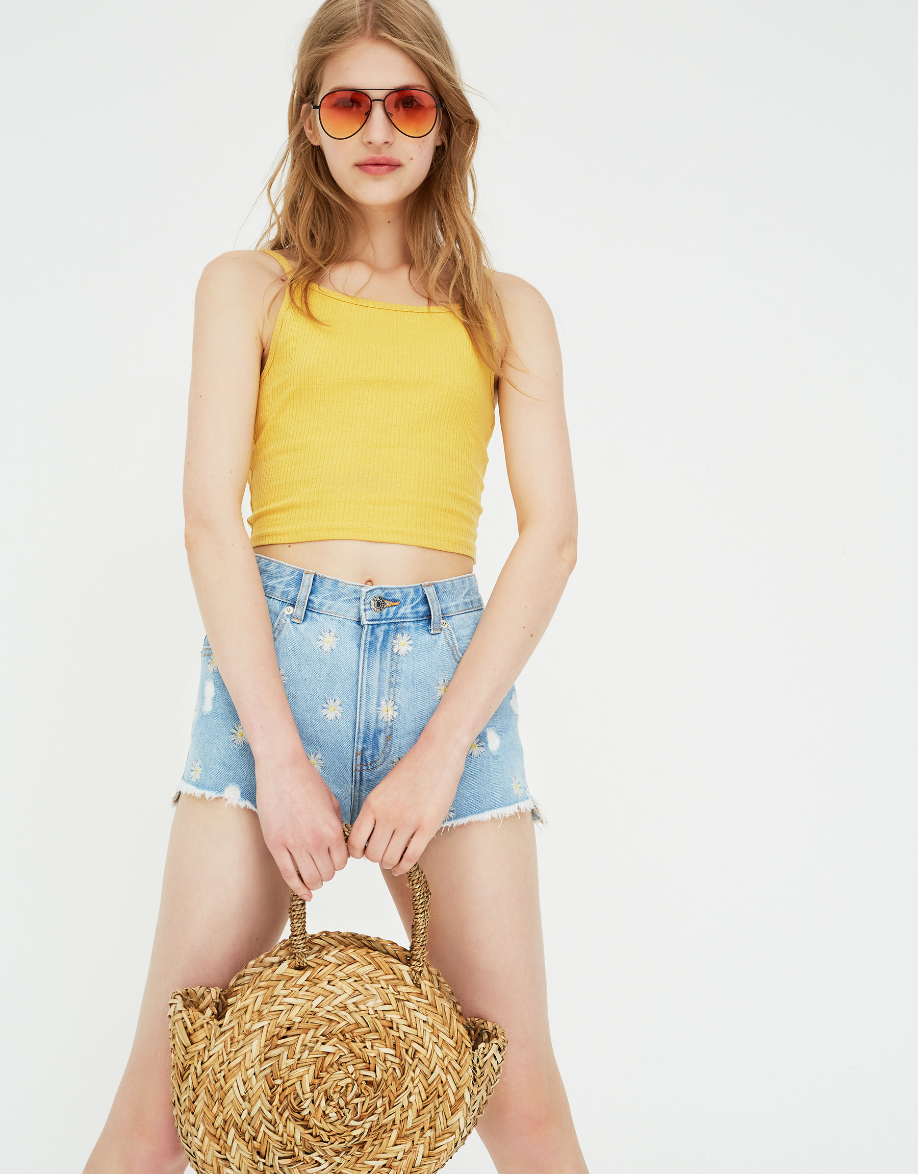 Imagen principal de producto de Shorts denim mom fit margaritas - Pull & Bear