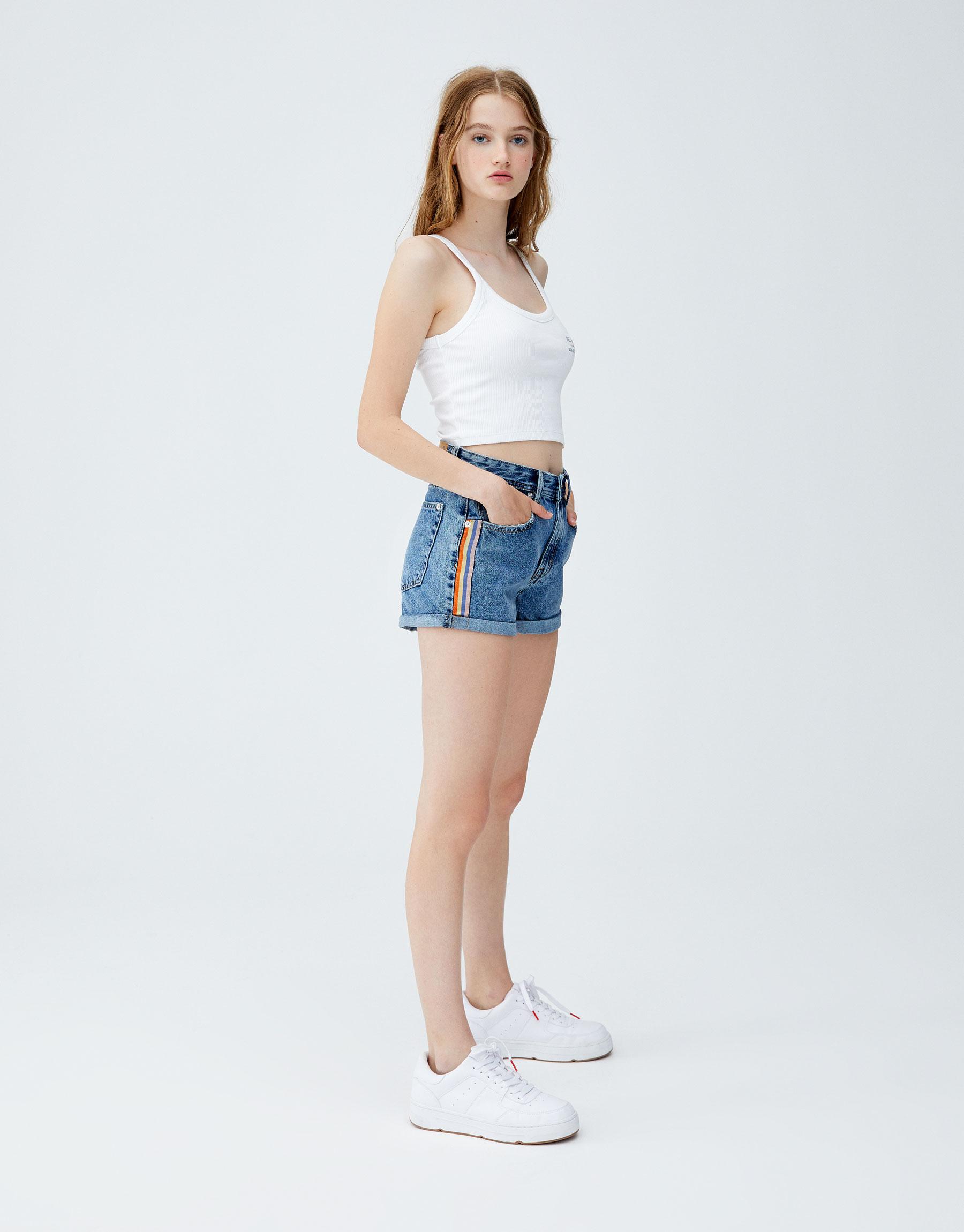 Imagen principal de producto de Shorts denim mom fit banda lateral - Pull & Bear