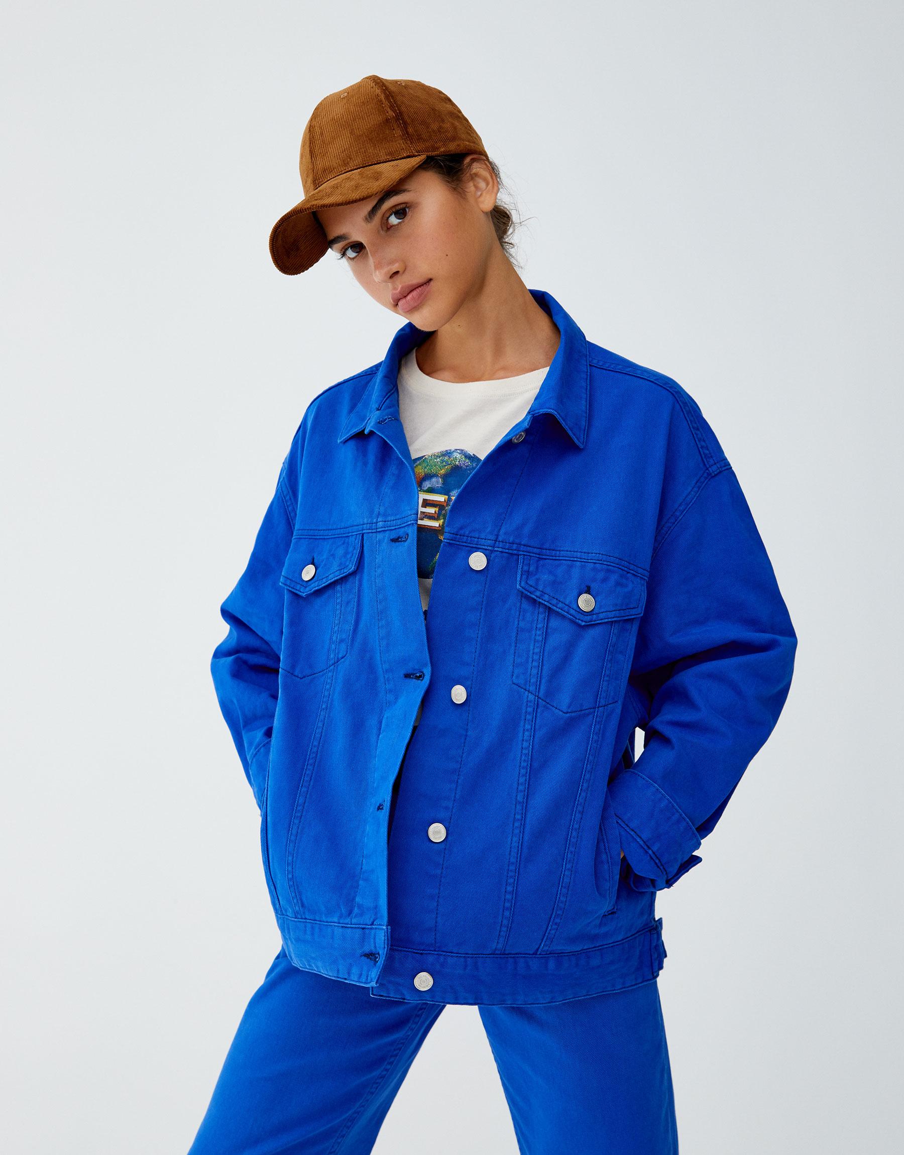Imagen principal de producto de Cazadora denim azul eléctrico - Pull & Bear