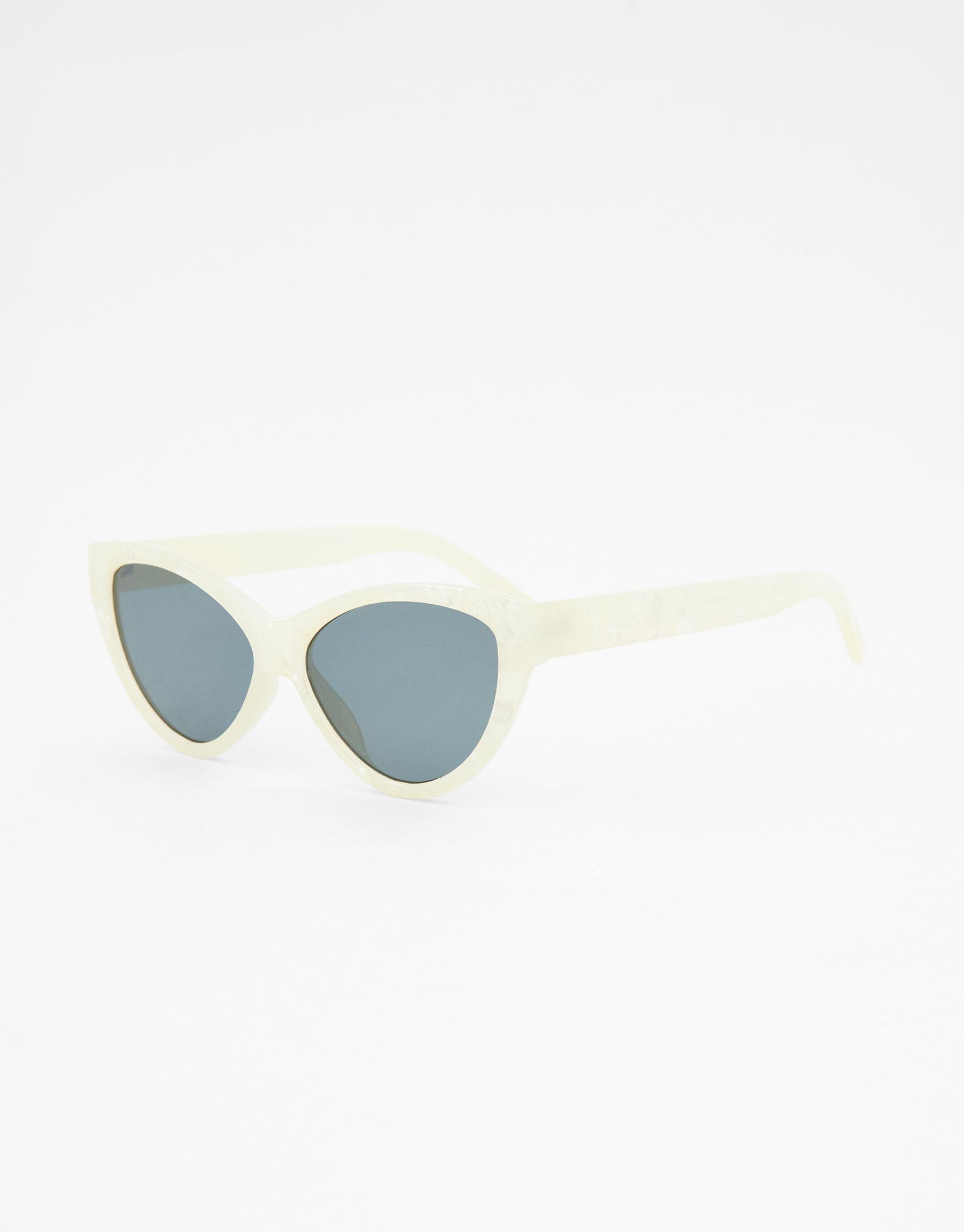 Imagen principal de producto de Gafas de sol cat eye nacaradas - Pull & Bear