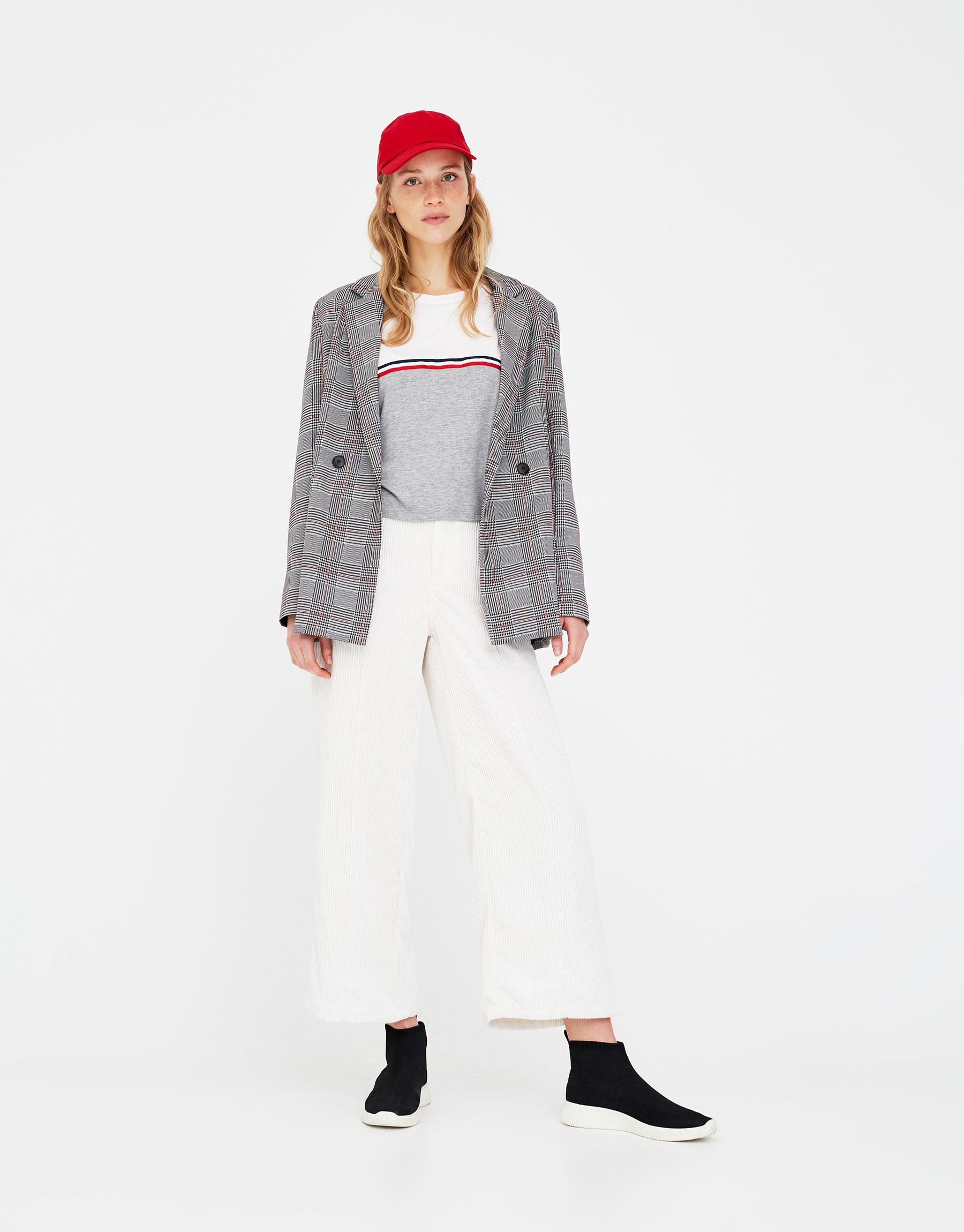 Imagen principal de producto de Camiseta panel con cinta - Pull & Bear