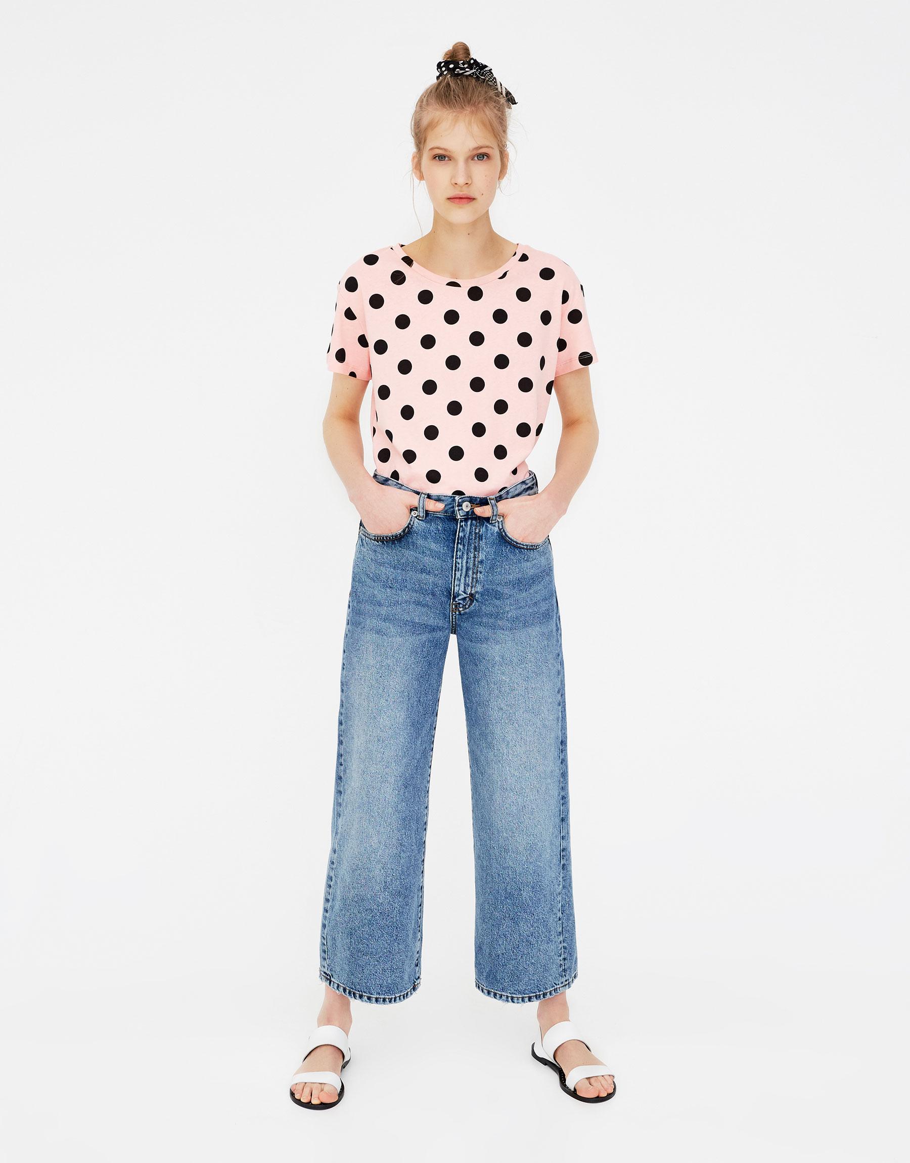 Imagen principal de producto de Camiseta lunares grandes - Pull & Bear
