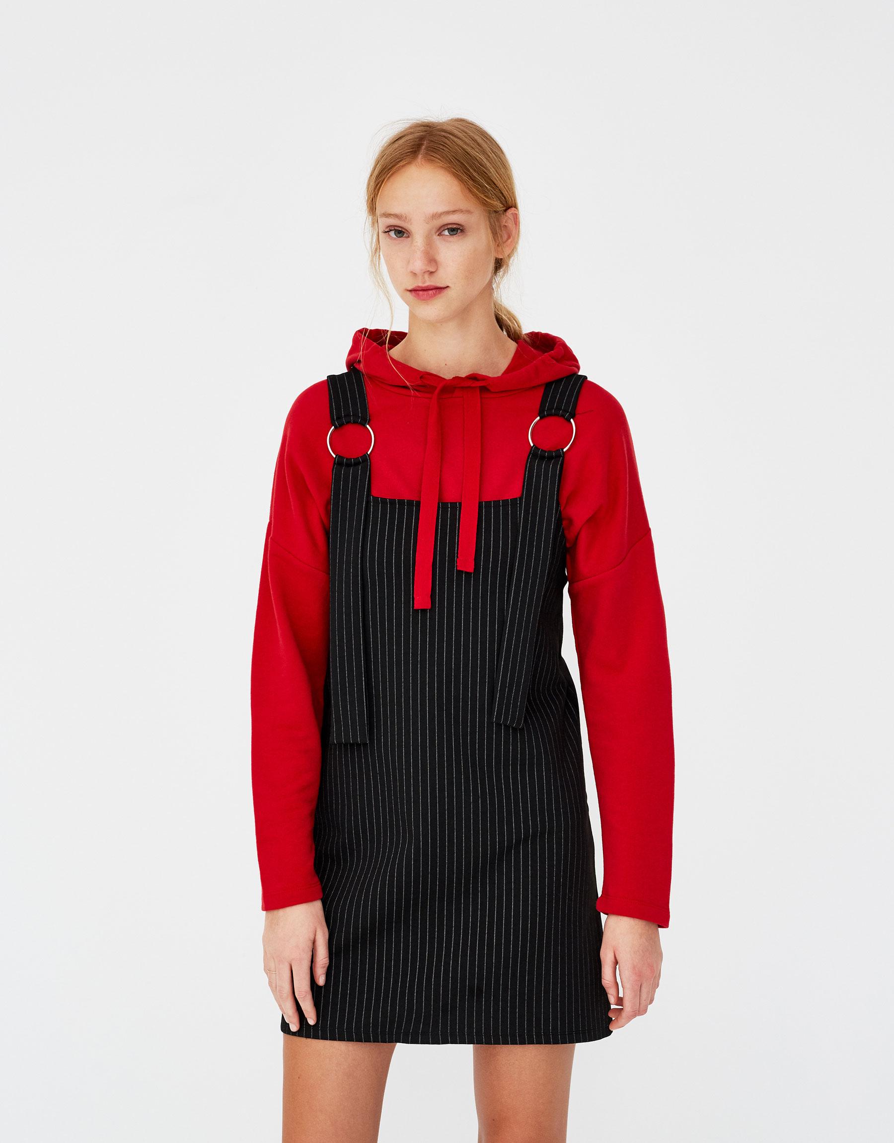 Imagen principal de producto de Vestido con tirantes de anillas - Pull & Bear