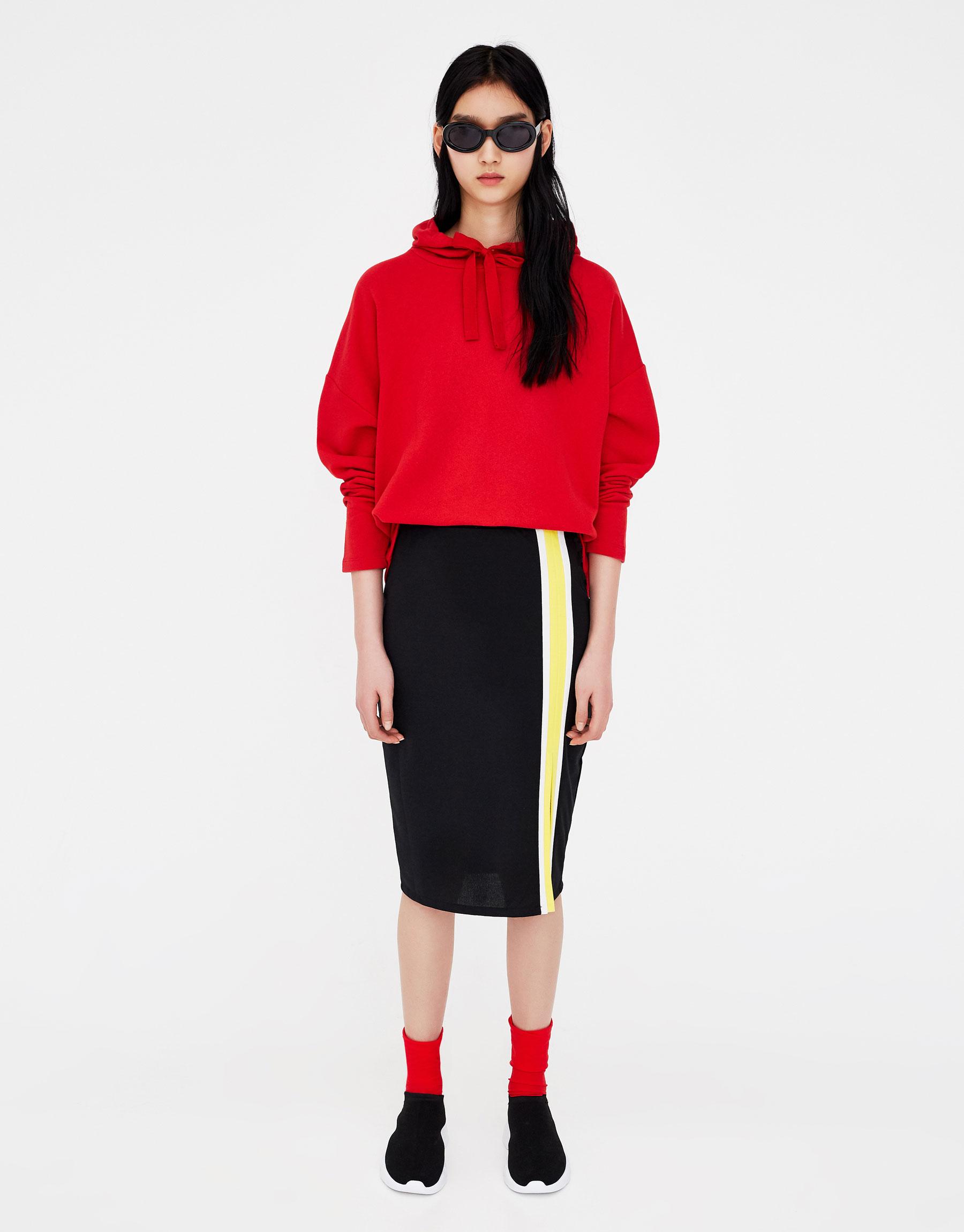Imagen principal de producto de Falda midi ajustada con abertura - Pull & Bear