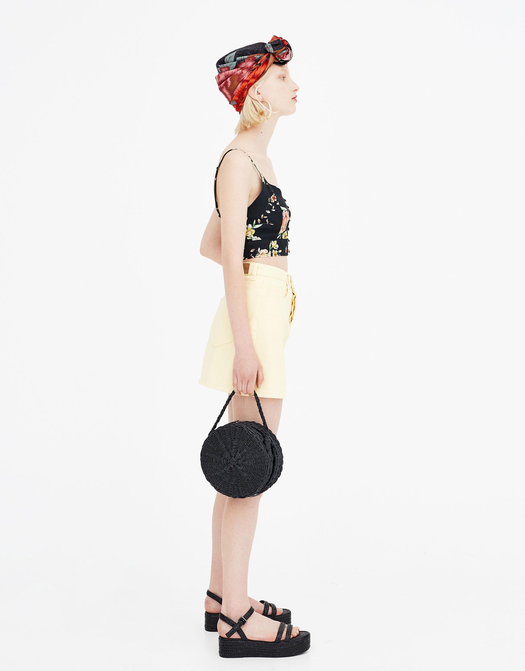 Imagen principal de producto de Top estampado flores botones - Pull & Bear