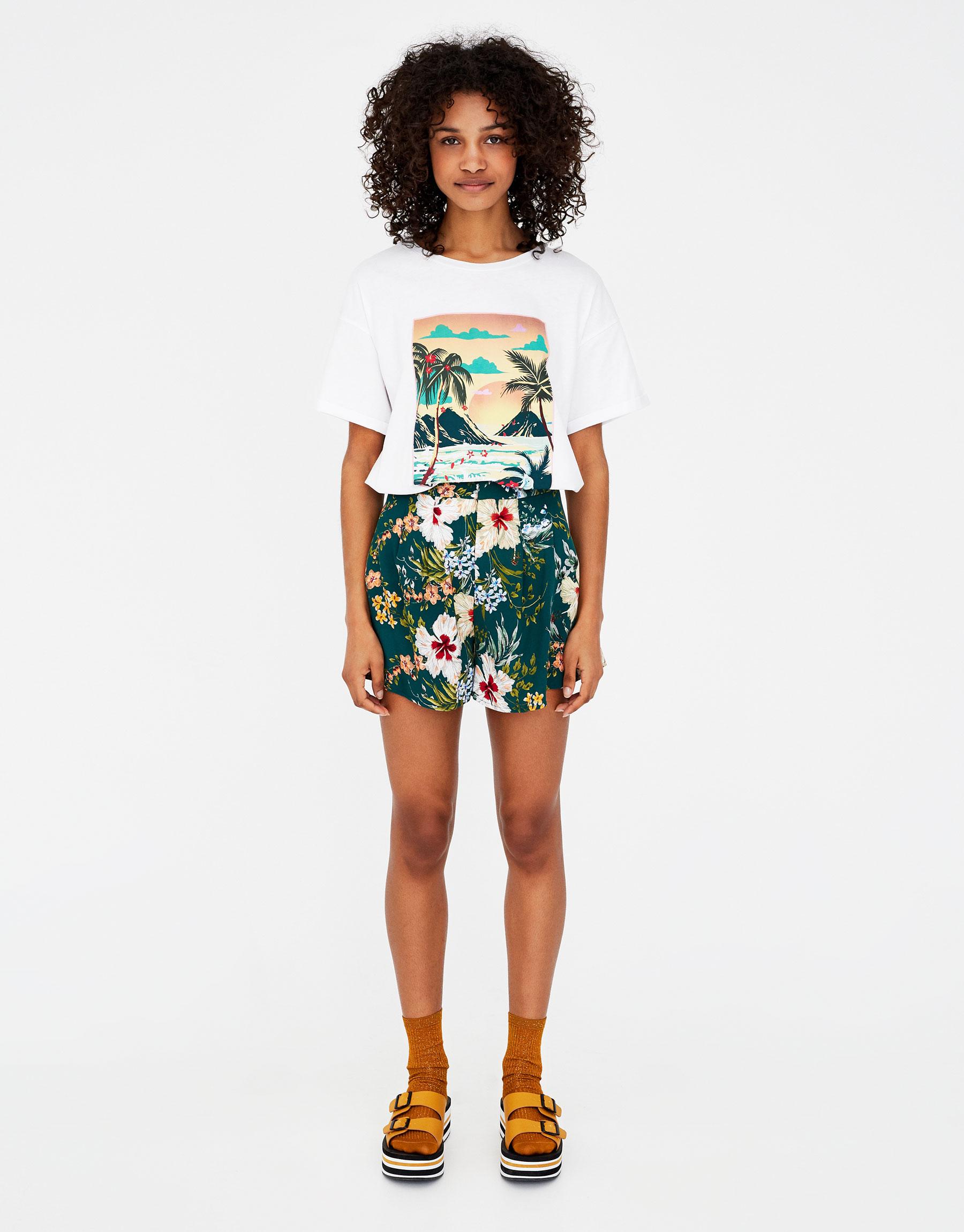 Imagen principal de producto de Shorts de vuelo con print de flores - Pull & Bear
