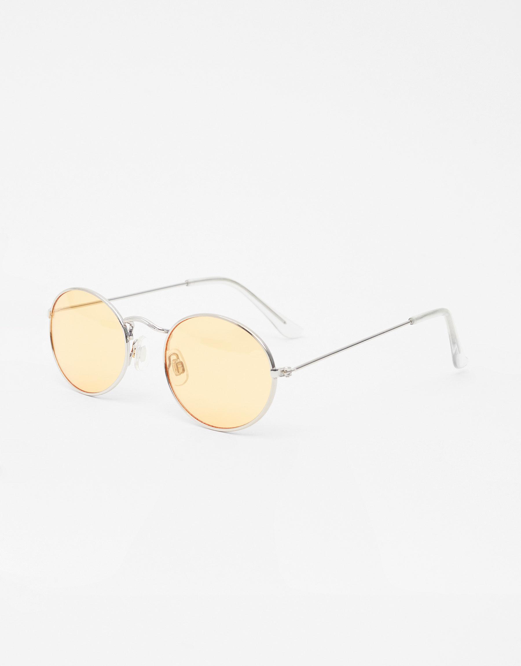 Imagen principal de producto de Gafas de sol ovaladas lente de color - Pull & Bear
