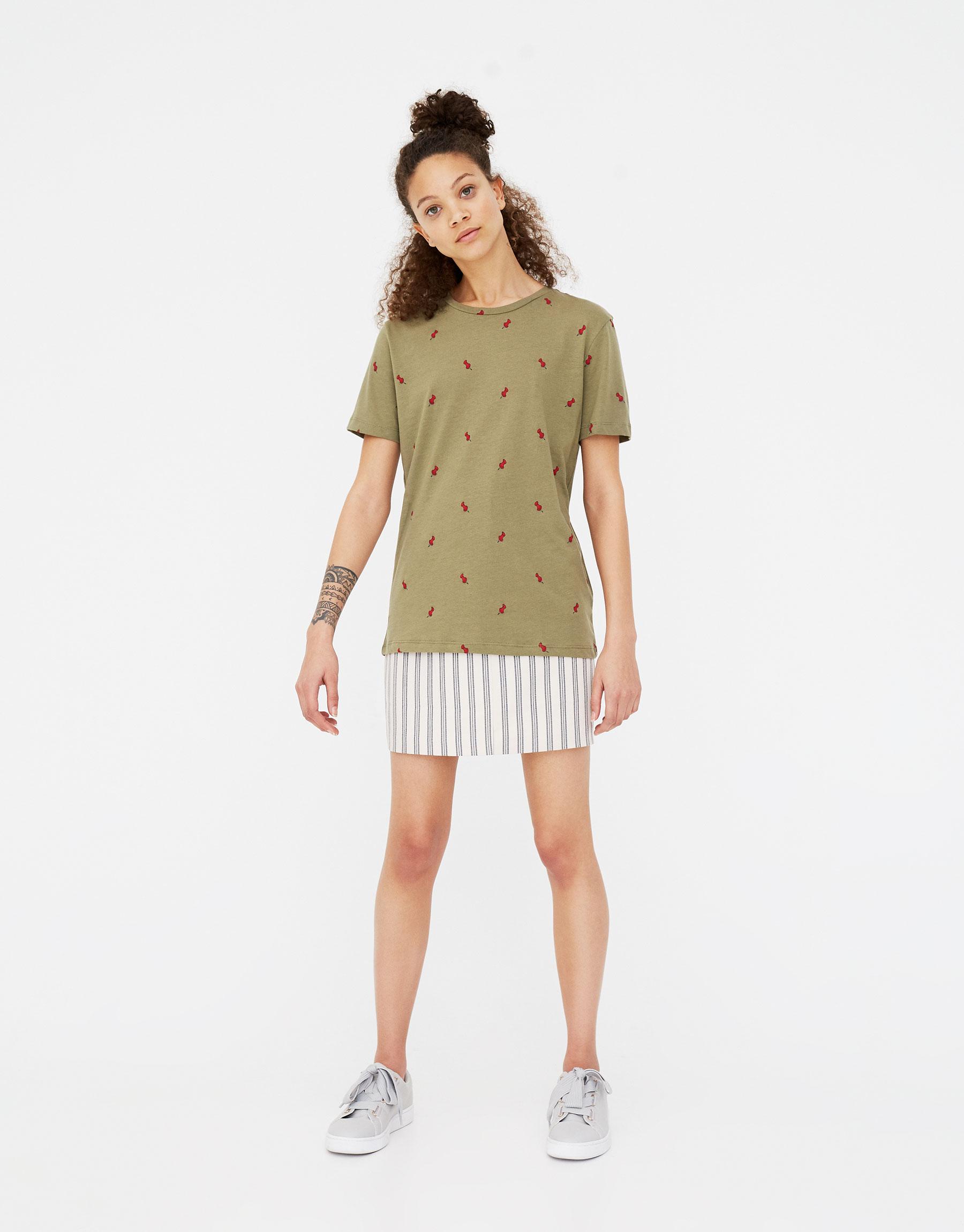 Imagen principal de producto de Camiseta print chincheta - Pull & Bear