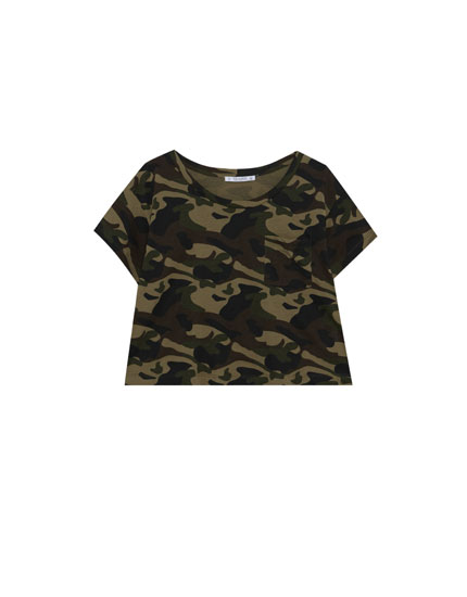 Cropped camouflage T-shirt with pocket