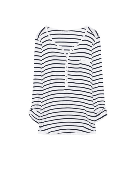 T-shirt with buttoned neckline