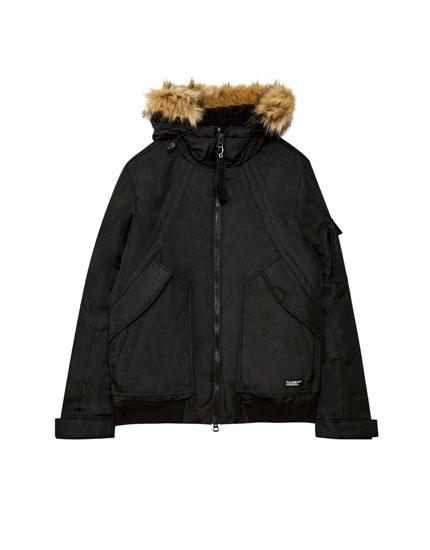 Short parka with faux fur hood