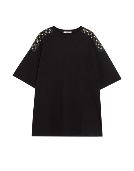 T-shirt with bejewelled shoulders