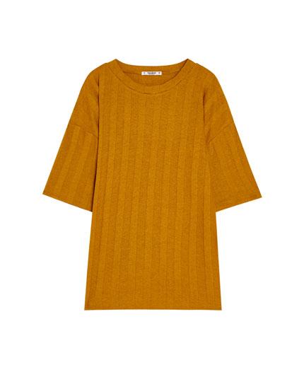 Short sleeve die-cut T-shirt