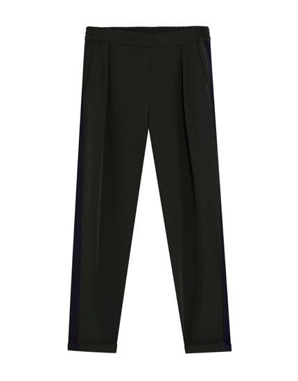 Green jogging trousers with side stripes