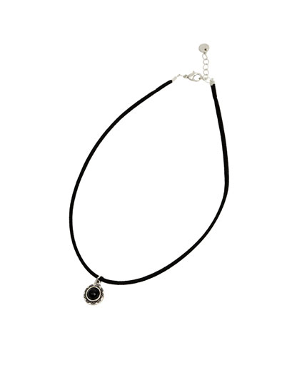 Black necklace with teardrop detail