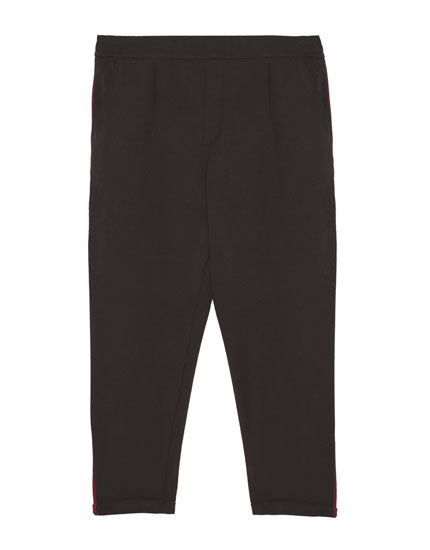 Sporty jogging trousers with side stripes