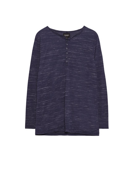 Long sleeve T-shirt with buttoned collar