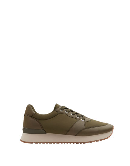 Basic urban sneakers