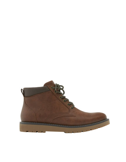 Flatform boots with zip