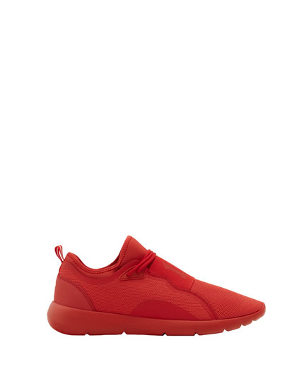 Red monochrome stretch sneakers