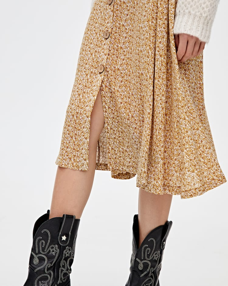 31ad13607 Discover the latest in Women's Trendy Skirts | PULL&BEAR