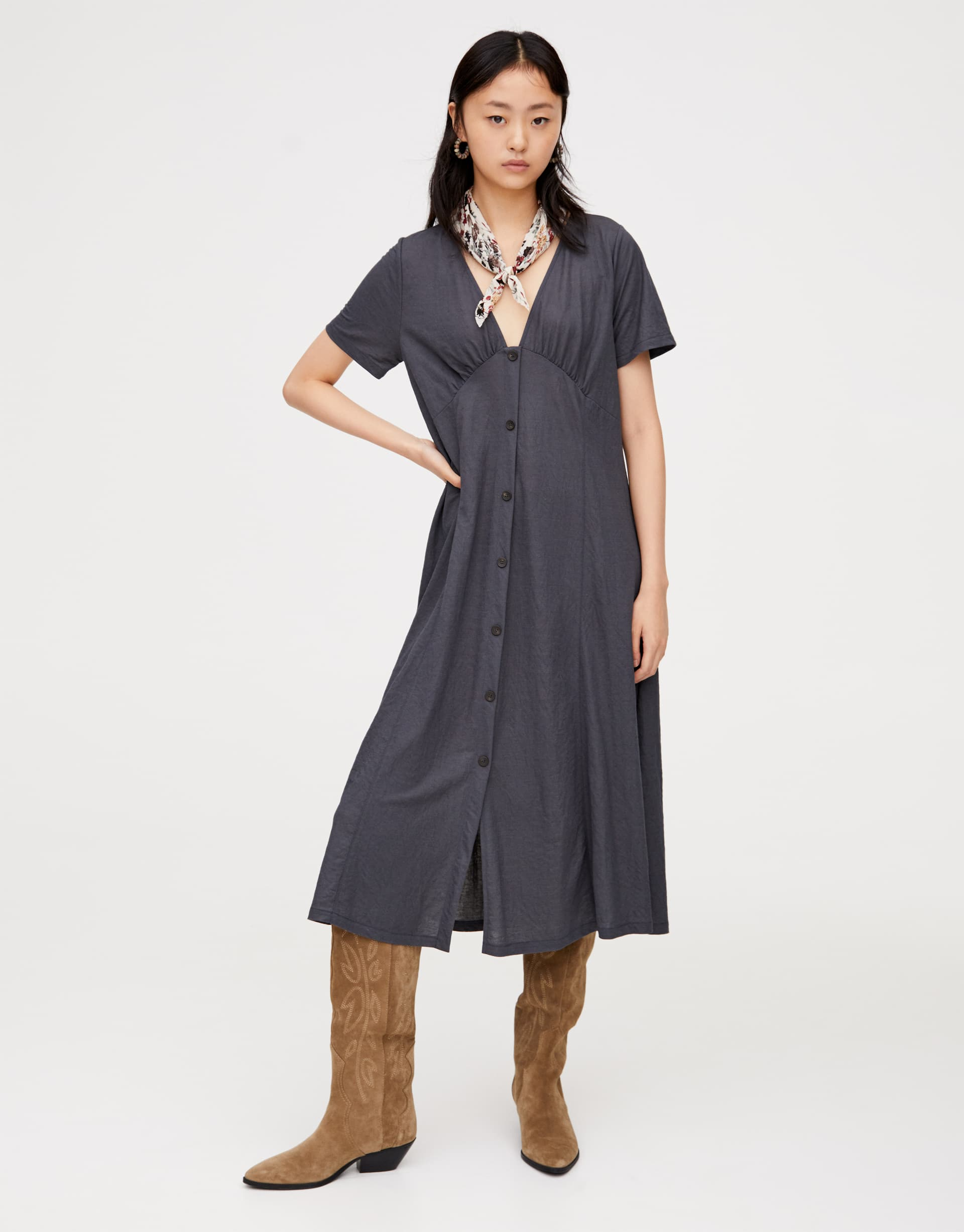 Midi dress with contrast buttons