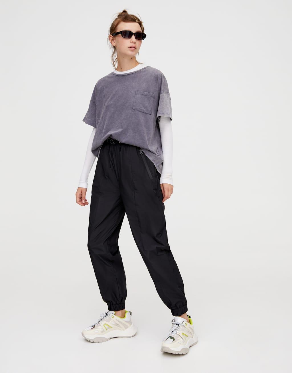 Нейлоновые брюки с эластичными манжетами by Pull & Bear