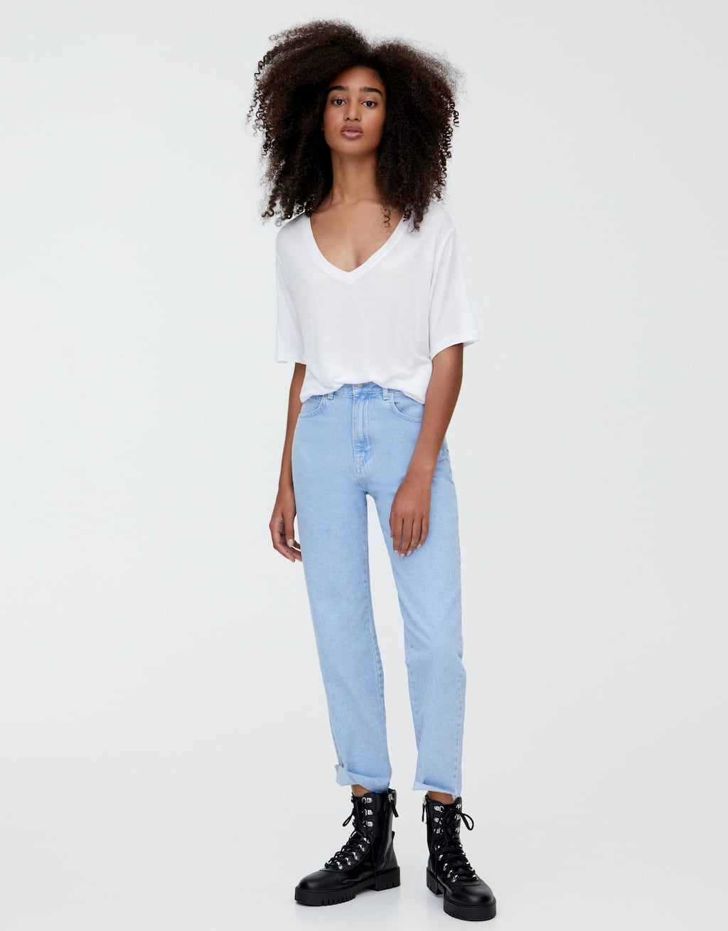 Mom Jeans Met Rafelzoom by Pull & Bear