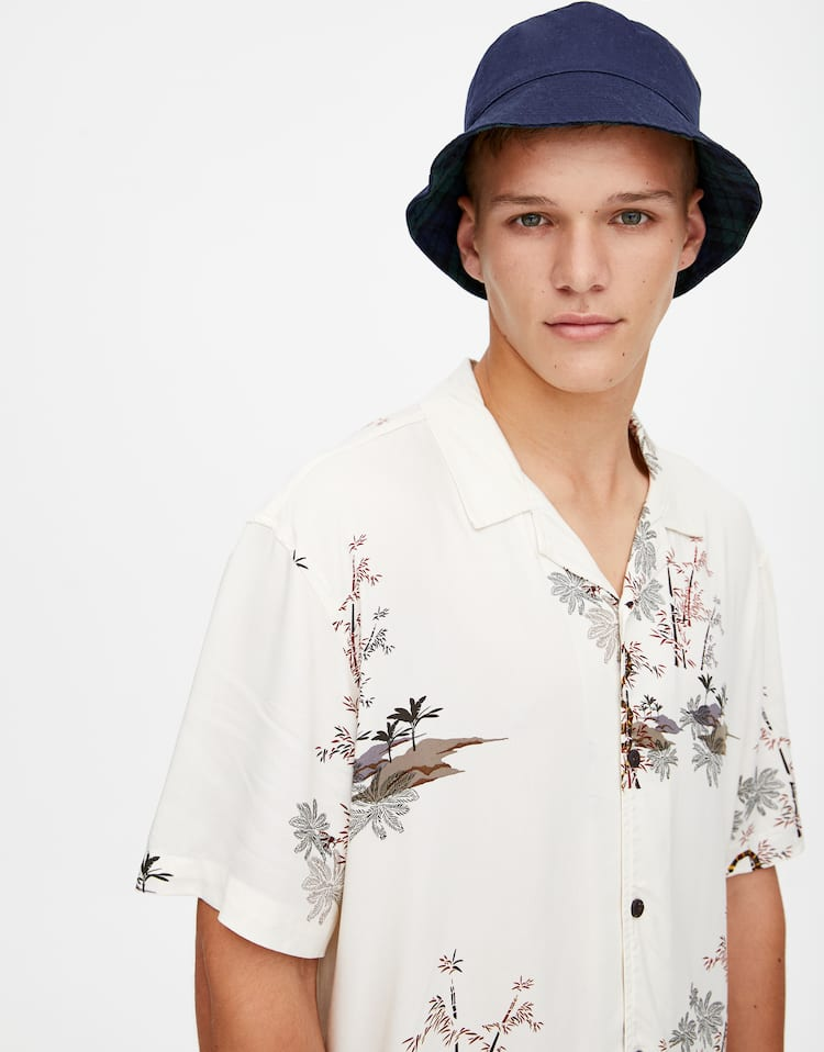 a0d26bd24895 Discover the latest in Men's Shirts | PULL&BEAR