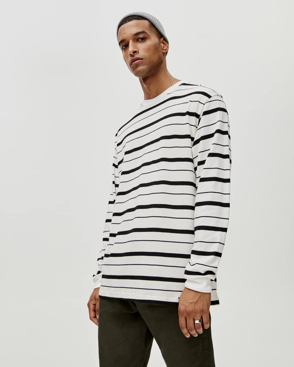 t-shirt-with-contrasting-stripes by pull-&-bear