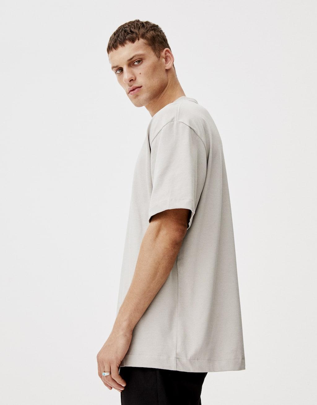 Μπλούζα Basic με ριπ στη λαιμόκοψη by Pull & Bear