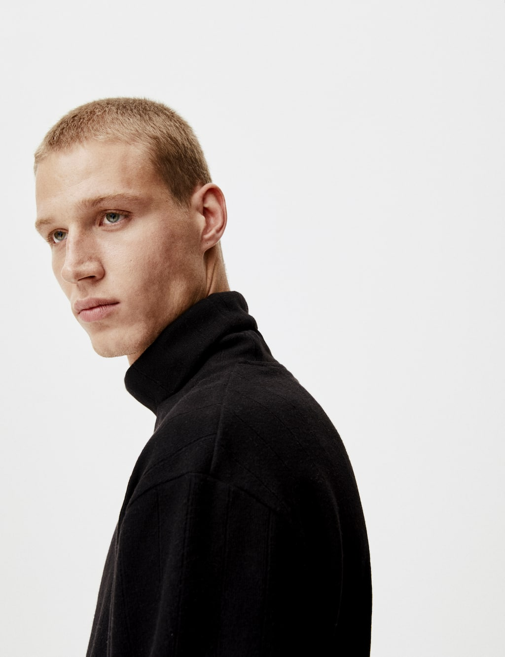 Jersey Canalé Cuello Vuelto by Pull & Bear