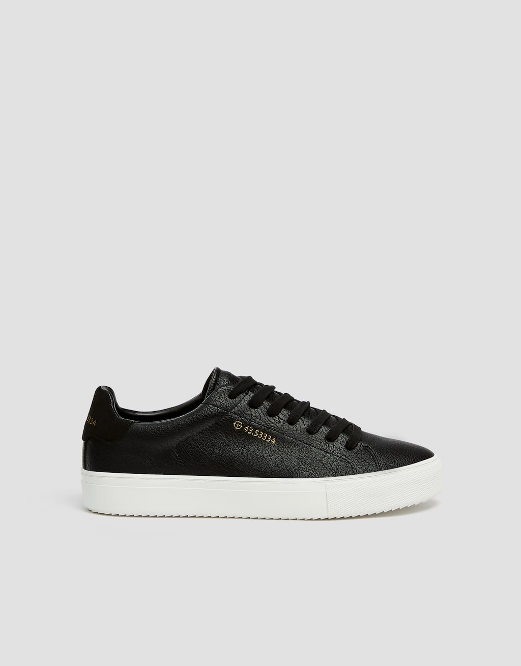 Black Trainers With Coordinates Detail by Pull & Bear