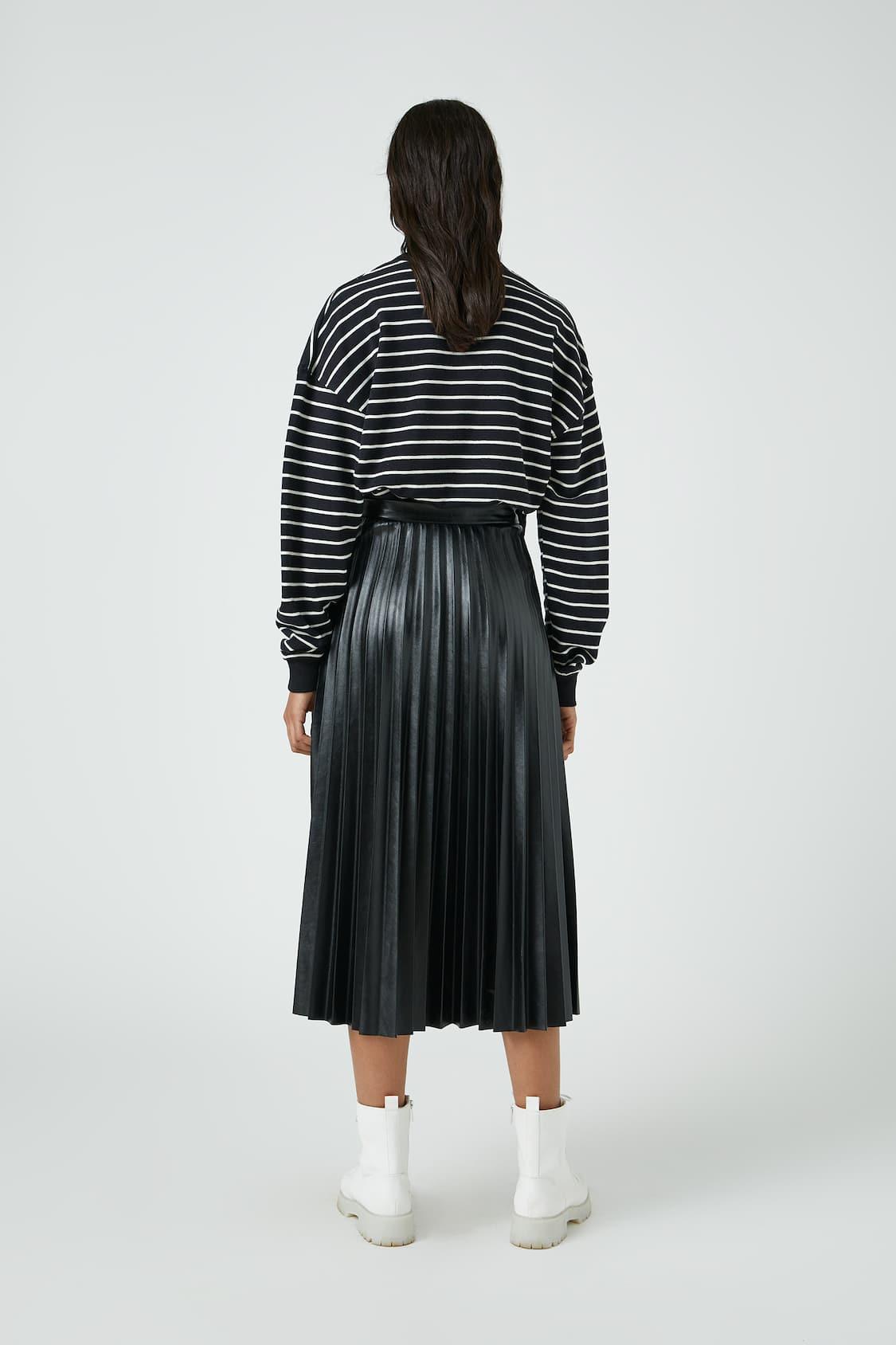 Falda Negra Plisada Efecto Piel Pull Bear