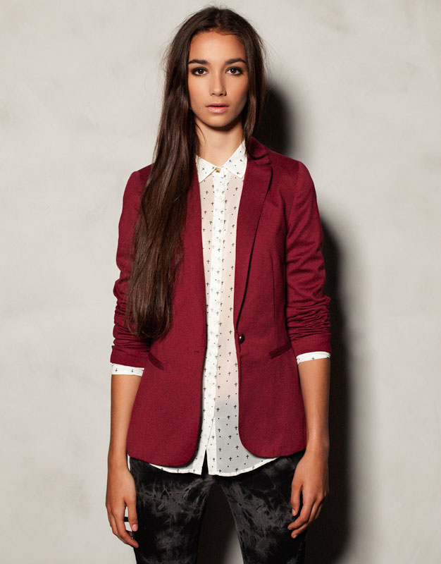 Bordeaux silk-cashmere Siena blazer with Top Construction Description This sophisticated Siena blazer is made from a luxuriously soft blend of silk and cashmere and comes in an eye-catching shade of Bordeaux for a look that won't go unnoticed.