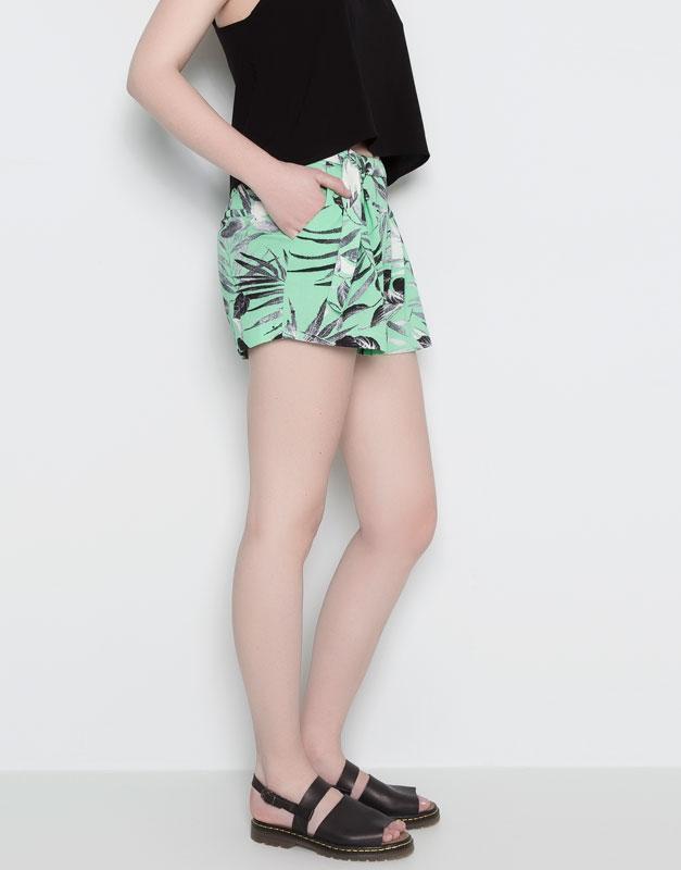 Pull&Bear - mujer - pantalones y bermudas - bermuda estampado palmeras - verde del - 09695315-V2014