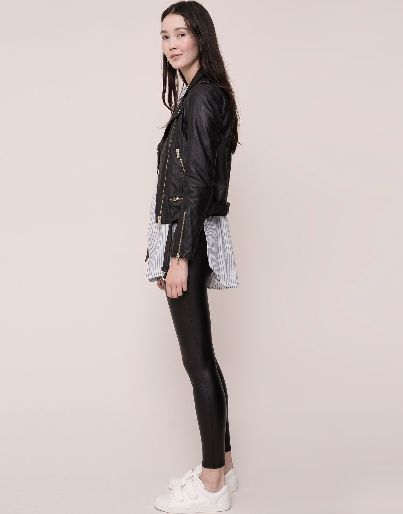 This is on my Wish List: LEGGING BÁSICO VINILO - LEGGINGS - MUJER - PULL&BEAR España
