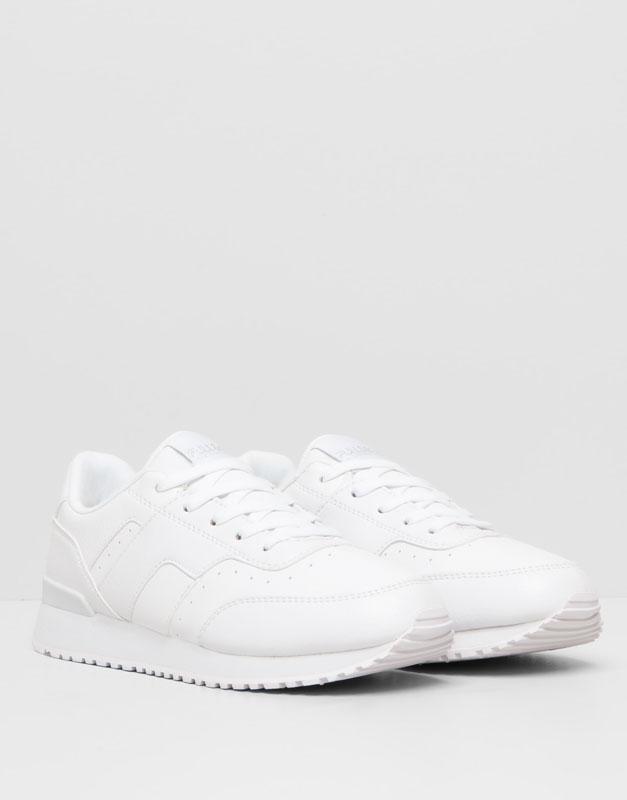 Zapatillas blancas, tendencia deportiva que vuelve a estar de moda