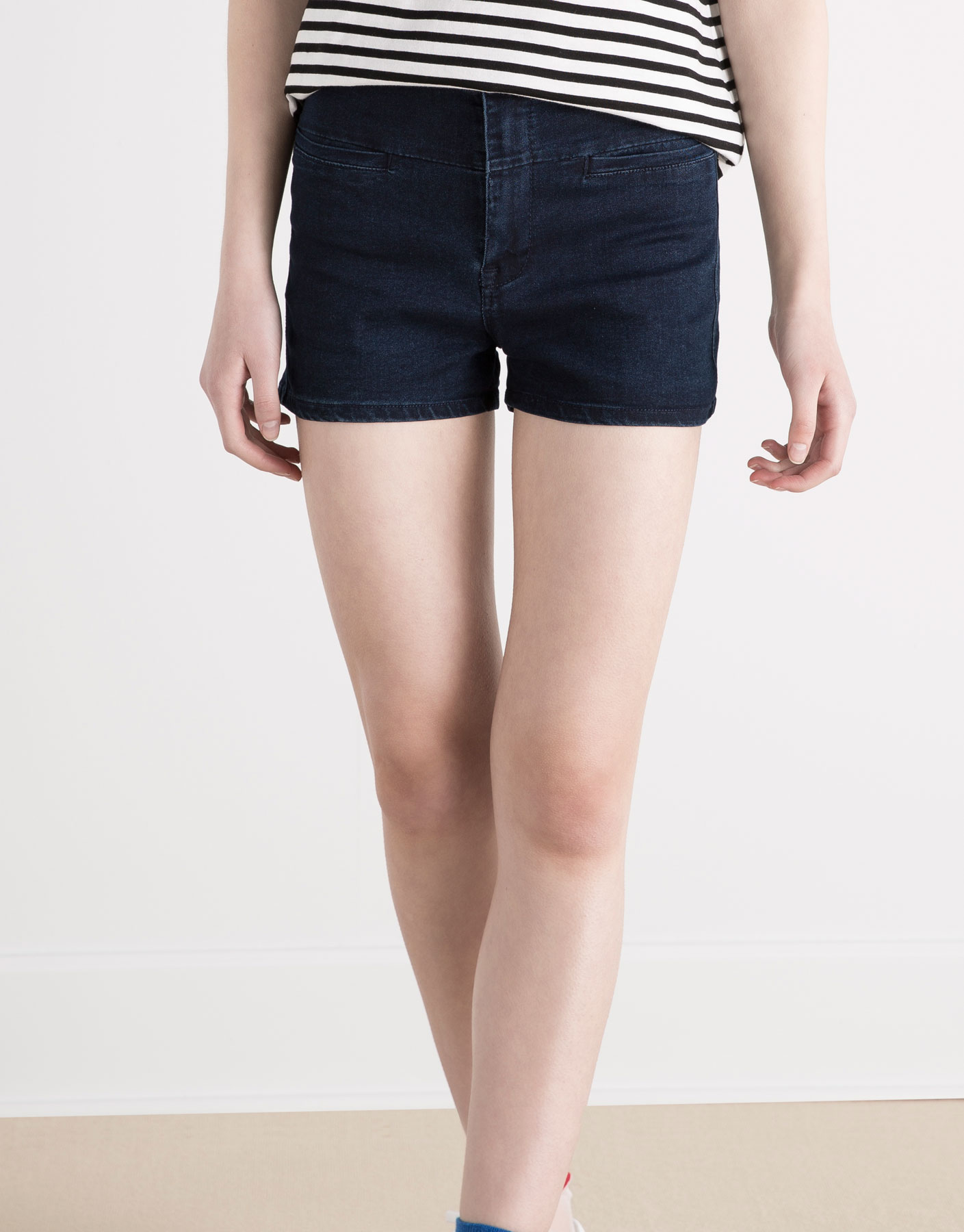 Piped denim shorts
