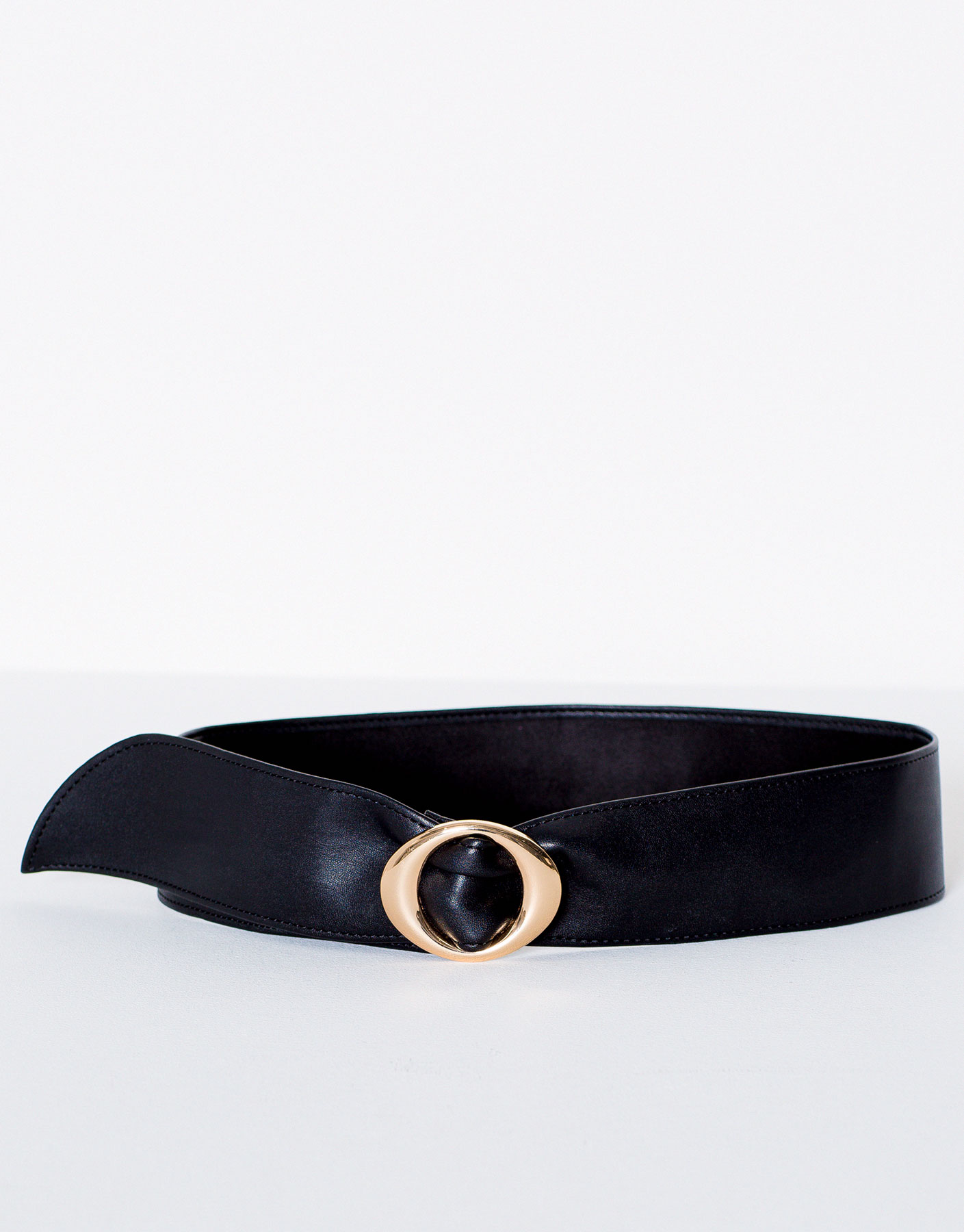 Soft belt with round buckle