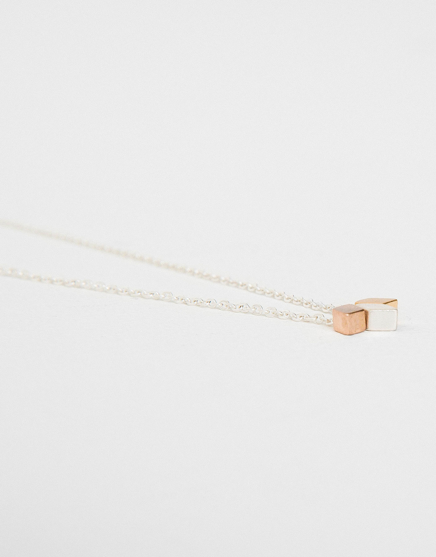 Thin diamonds necklace
