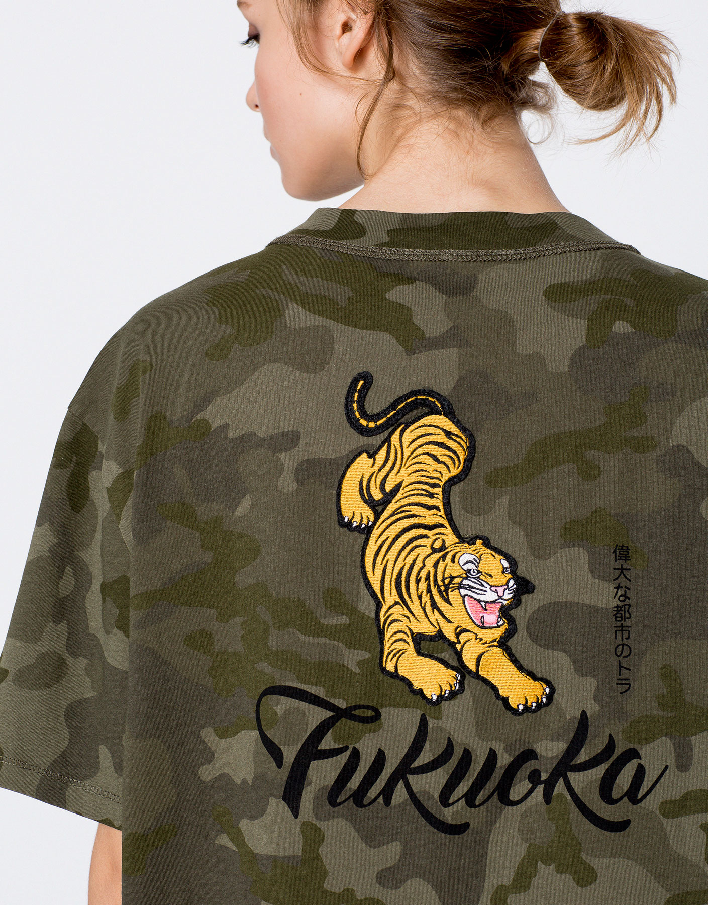 Camouflage T-shirt with tiger embroidery