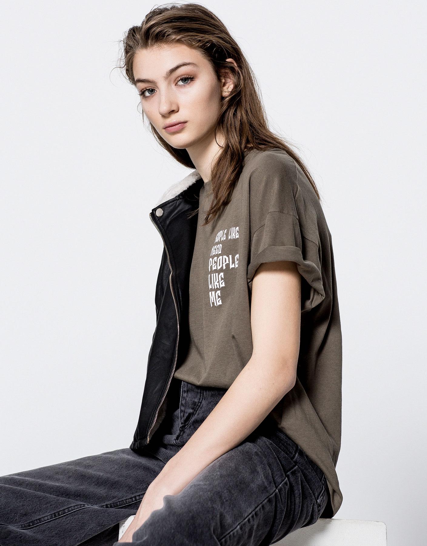 Camiseta texto metalizado