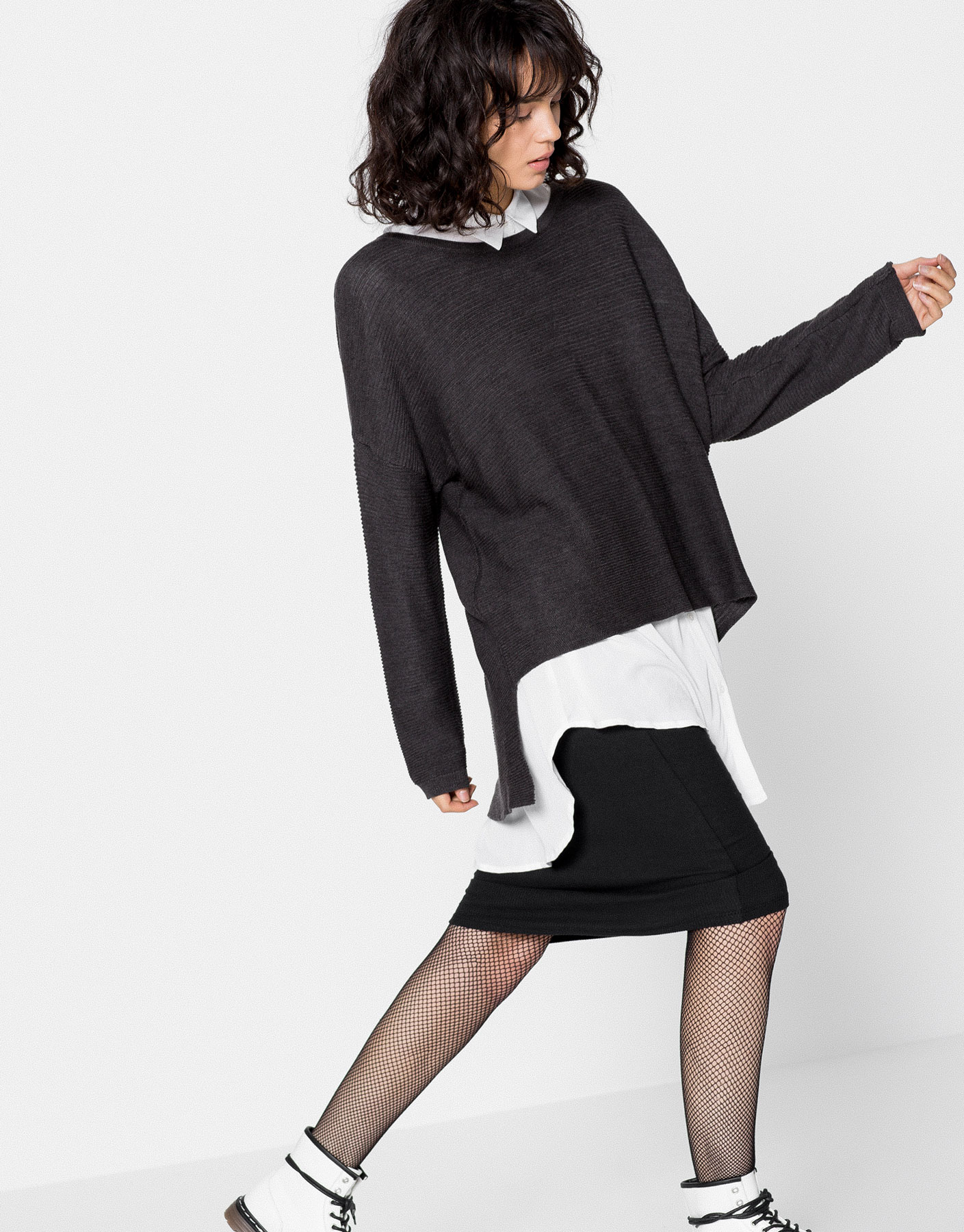 Fine sweater with asymmetric length