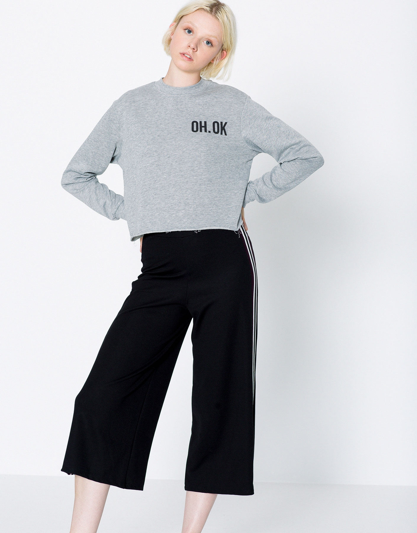 Cropped sweatshirt with text