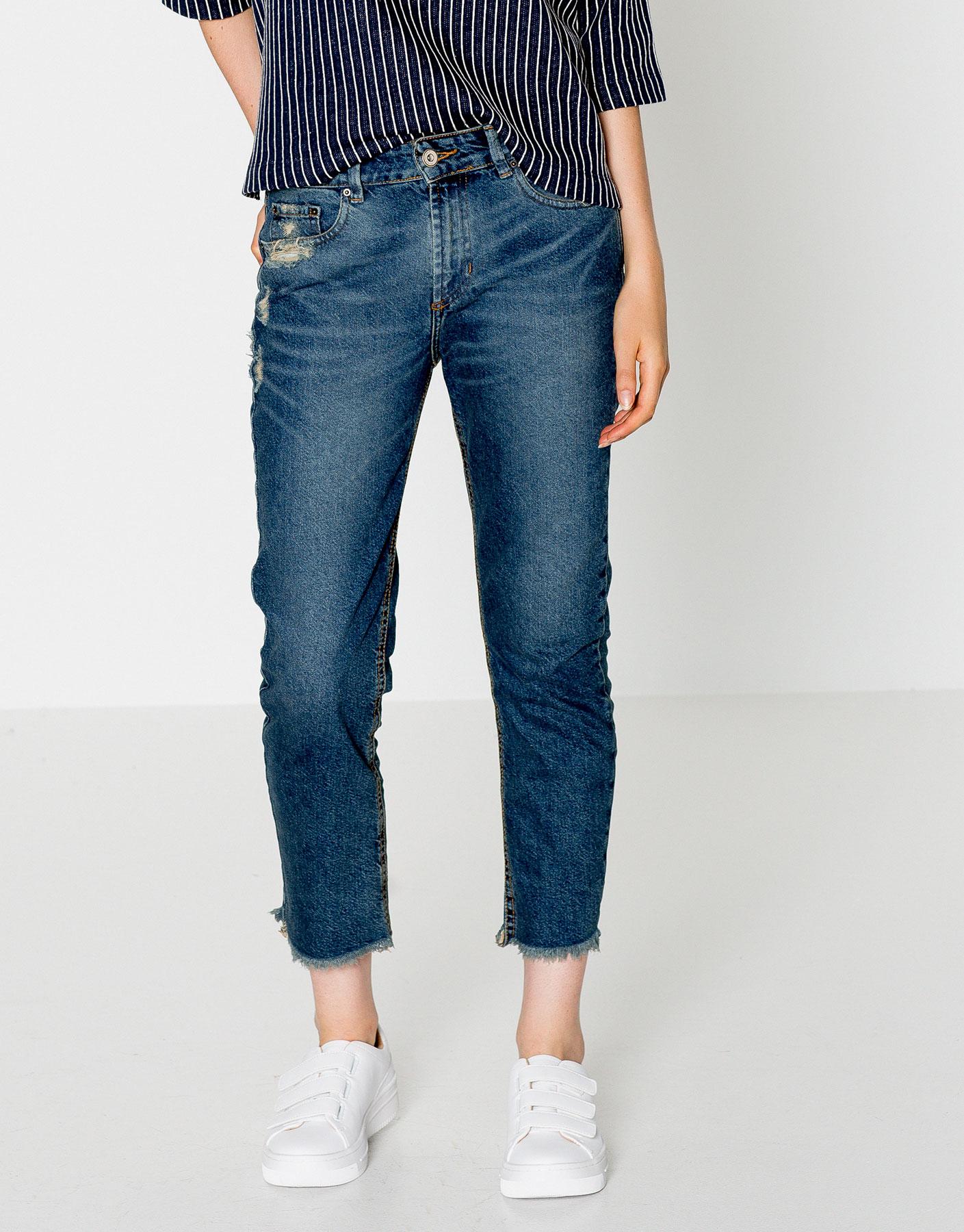 Frayed hem capri jeans