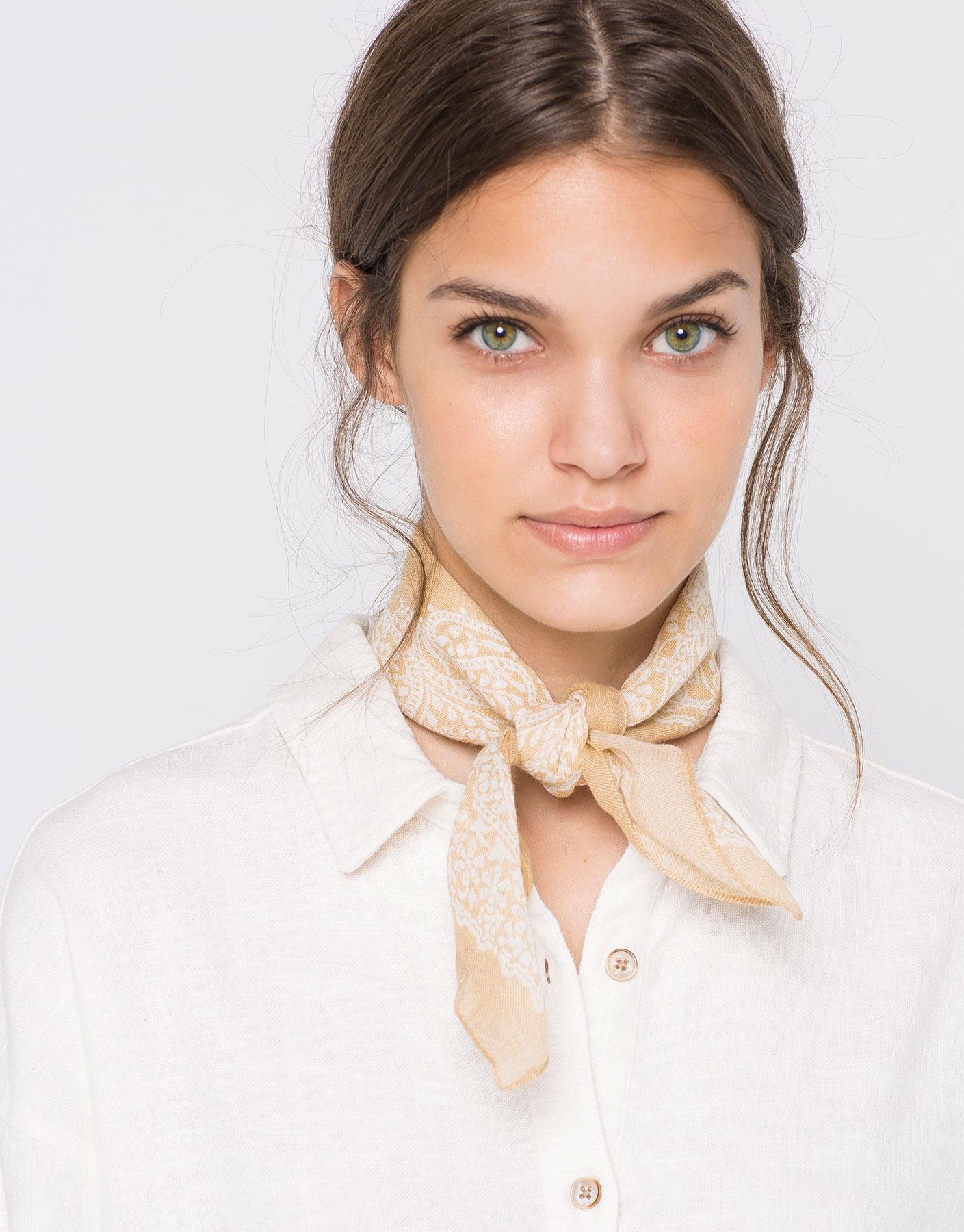 Bandana-style foulard