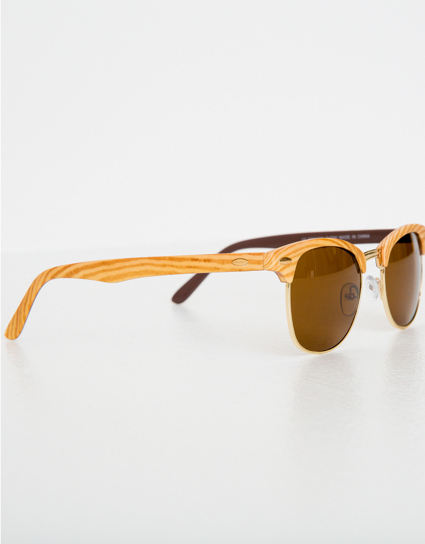 Sunglasses with wood effect frames